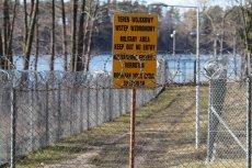 Stare Kiejkuty, ogrodzenie ośrodka szkolenia agencji wywiadu. Amerykanie nie chcą komentować tego, że na terenie Polski najprawdopodobniej doszło do łamania praw człowieka.
