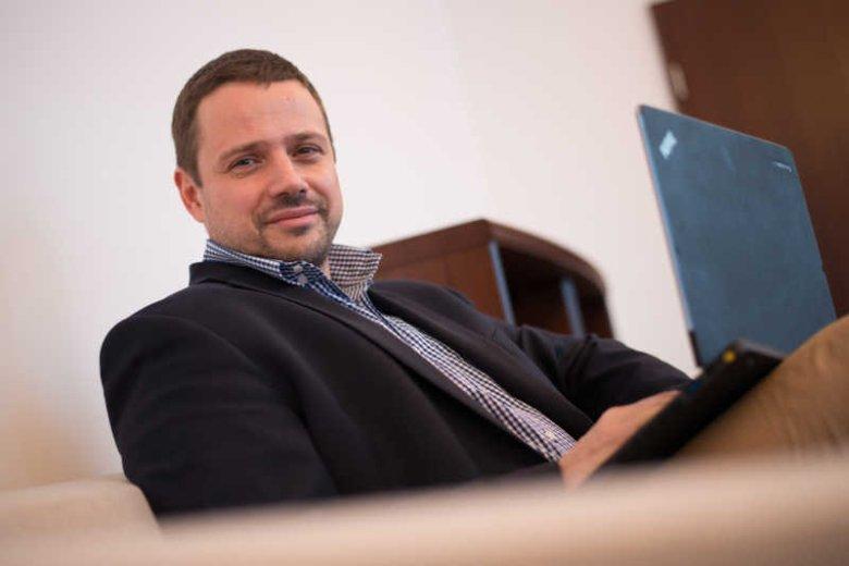 Minister administracji i cyfryzacji Rafał Trzaskowski jest przeciwny dodatkowemu opodatkowaniu szybkiego internetu. Ten pomysł forsuje Ministerstwo Finansów.