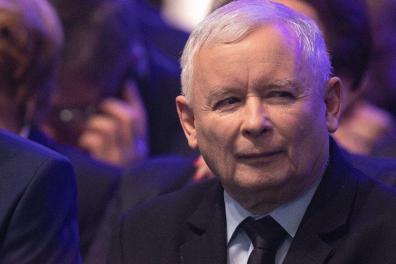 Jarosław Kaczyński ma powody do zadowolenia, jego partia wyraźnie wygrała z Koalicją Europejską.