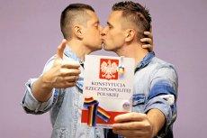 W uzasadnieniu wyroku Wojewódzki Sąd Administracyjny orzekł, że art. 18 Konstytucji nie zabrania zawierania małżeństw jednopłciowych.