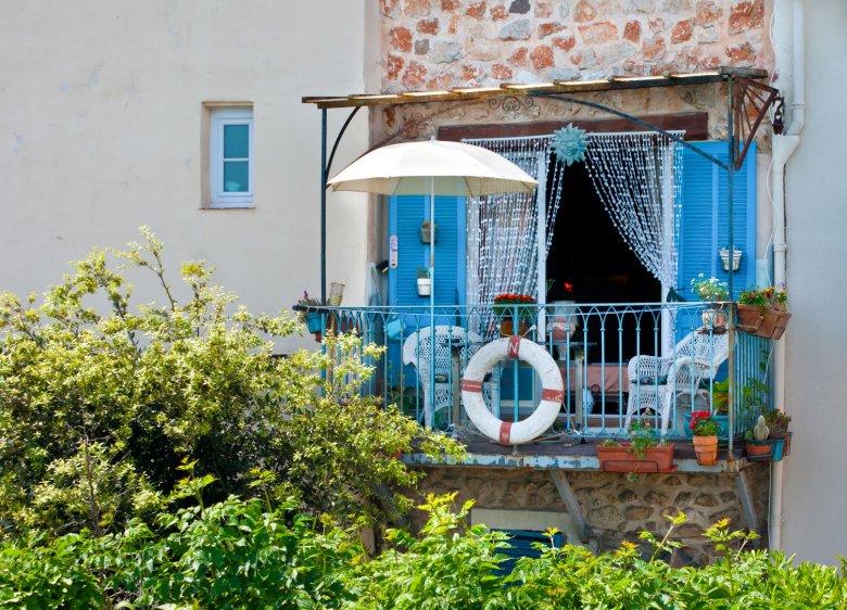 Nawet na najmniejszym balkonie można poczuć się jak na wakacjach.