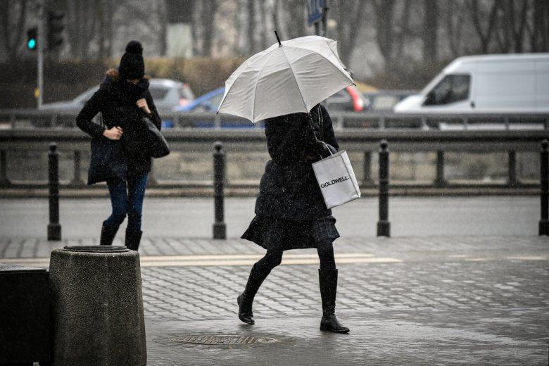 Będzie ciepło, na południu Polski mocno powieje, a potem czeka nas powrót zimy.