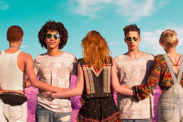 H&M zrobił kampanię promującą Coachellę. Propozycje ubrań na festiwal odpowiadają modzie panującej na wydarzeniu.
