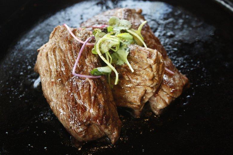 Warto poszukać lepszej jakości wieprzowiny – albo z przydomowego chowu, albo z ras złotnickiej czy puławskiej.
