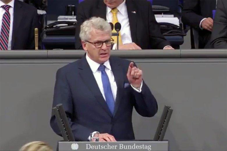 """Poseł niemieckiego CDU Karl-Georg Wellmann opublikował na łamach """"Gazety Wyborczej"""" przyjacielski, ale i bardzo stanowczy list do Polaków."""