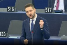 Patryk Jaki od pierwszych dni w Parlamencie Europejskim próbuje skupić na sobie uwagę mediów.