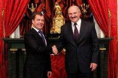 Dmitrij Miedwiediew (z lewej) z Aleksandrem Łukaszenką. Spotkanie prezydentów Rosji i Białorusi w 2010 roku.