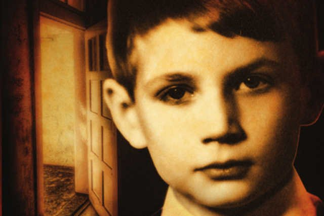 Książka opowiada historię chłopca, który był wykorzystywany seksualnie przez księdza.