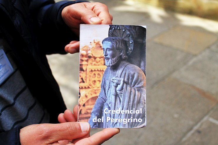 Credencial del peregrino to dokument, który poświadcza, że pielgrzymujący do Santiago de Compostela wypełnili stawiane im minimalne wymagania.