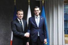 Francuskie media są zgodne, że ograniczenie funduszy dla Polski z UE to kierunek w dobrą stronę. Zdjęcie pochodzi z grudnia 2017 r. ze spotkania prezydenta Emmanuela Macrona z premierem Mateuszem Morawieckim.