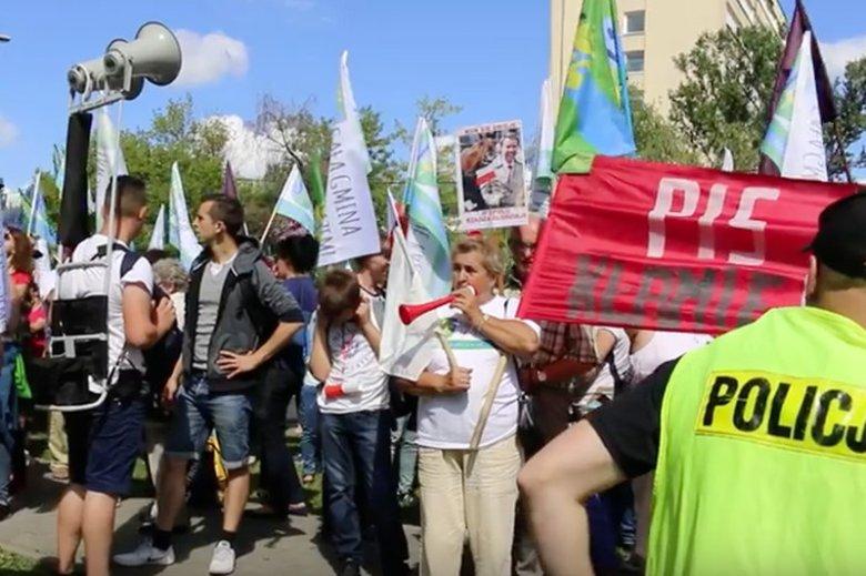Mieszkańcy gmin, które nie chcą przyłączenia do Opola, manifestowali w Warszawie (20 lipca).