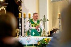 Kapelan nacjonalistów ks. Roman Kneblewski pisał do papieża Franciszka, odwołując się od decyzji o przeniesieniu na emeryturę.