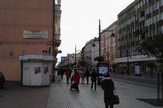 W Łodzi pobito niewidomego. Sprawcy tłumaczą, że nie widzieli białej laski