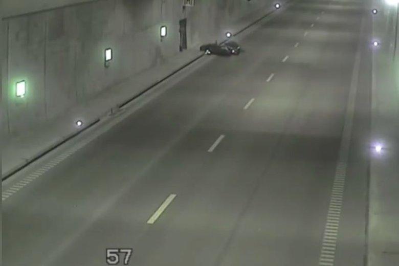 Motorowerzysta leżał tam 3 minuty...
