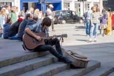 Branża muzyczna bogaci się, ale większość artystów musi dorabiać. Nie zawsze tak było