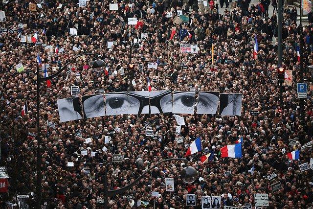 """Demonstracja w Paryżu po zamachu na redakcję """"Charlie Hebdo"""""""