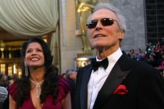 Clint Eastwood z żoną Diną przed ceremonią rozdania Oscarów w 2007 roku.