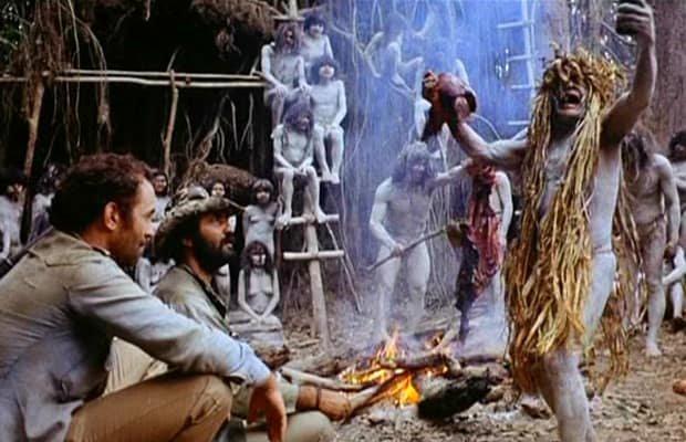 Klasyk z 1980 roku. Film o kanibalach był tak realistyczny i brutalny, że twórcy musieli udowadniać przed sądem, że nie zginęli w nim ludzie.