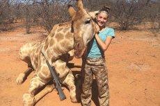 Aryanna jest dumna z tego, że udało jej się zabić żyrafę.