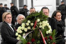 Jarosław Kaczyński przekonuje, że białe róże są symbolem skrajnej głupoty i nienawiści.