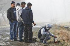 """""""Fakt"""" opublikował informacje o ofiarach wypadku w Tryńczy. Daewoo tico wpadło do rzeki Wisłok. Cała piątka utonęła w aucie."""