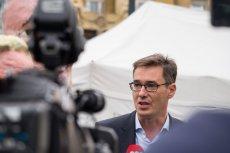 Gergely Karácsony, po polsku Gergely Boże Narodzenie. Jest kandydatem opozycji na burmistrza Budapesztu.