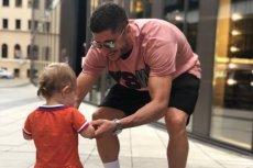 Robert Lewandowski został wyśmiany przez internautów po wrzuceniu zdjęcia z córką Klarą na Twittera.