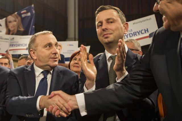 """PO i PSL miały dogadać się w sprawie koalicji przed wyborami parlamentarnymi. Takie nieoficjalne informacje podaje dziennik """"Rzeczpospolita""""."""