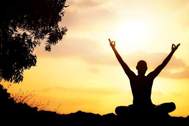 Pilates wpływa pozytywnie na zakresy ruchu, koordynację mięśniową, poprawia oddech.