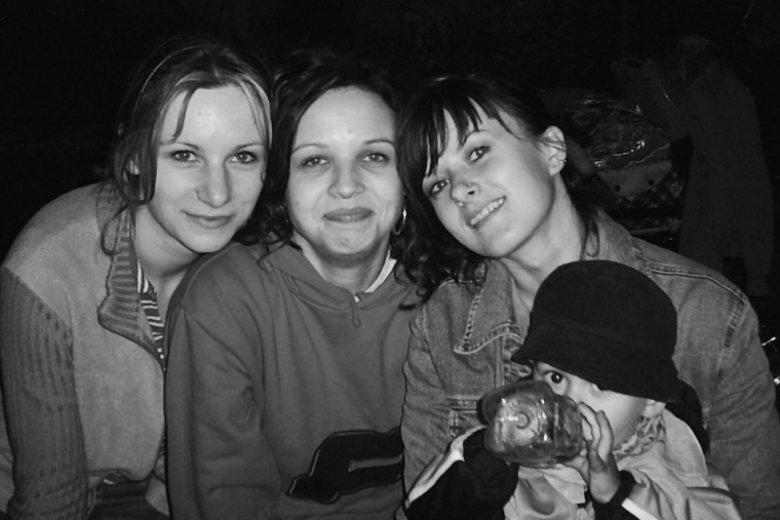 Od lewej: Aśka, Marta, Edyta z synkiem Szymonem. Dziewczyny miały wówczas po 22 lata