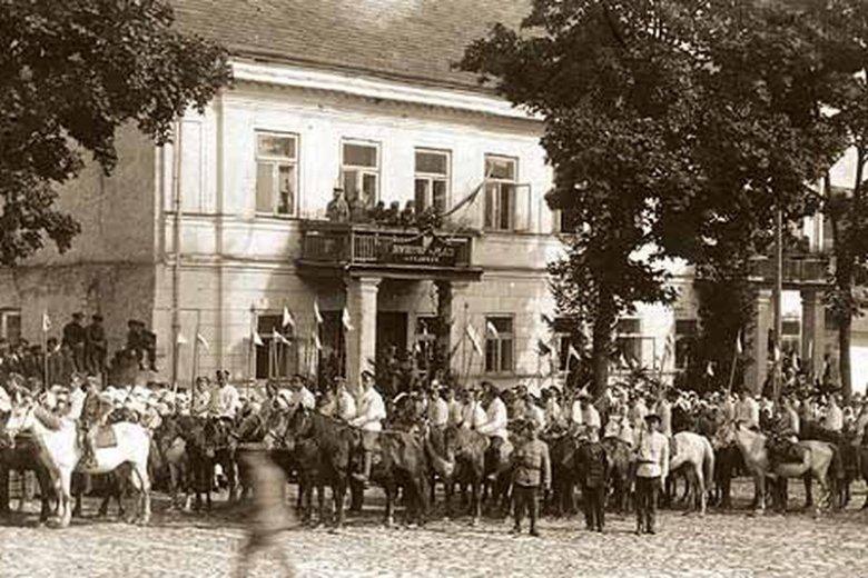 Defilada polskiej kawalerii w Sejnach, 1919 r.