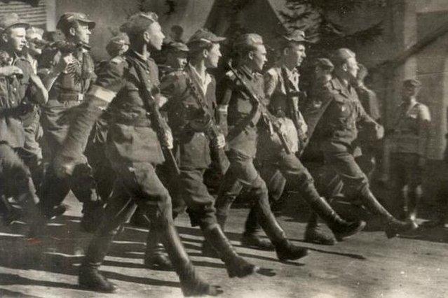 Żołnierze Brygady NSZ. 5 maja 1945 roku wyzwolili niemiecki obóz koncentracyjny w Holiszowie.