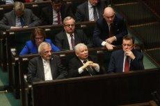 Kolejna ustawa ustrojowa padła – PiS przegłosował nową formę ordynacji wyborczej. Na zdjęciu – liderzy partii rządzącej podczas nocnych głosowań.