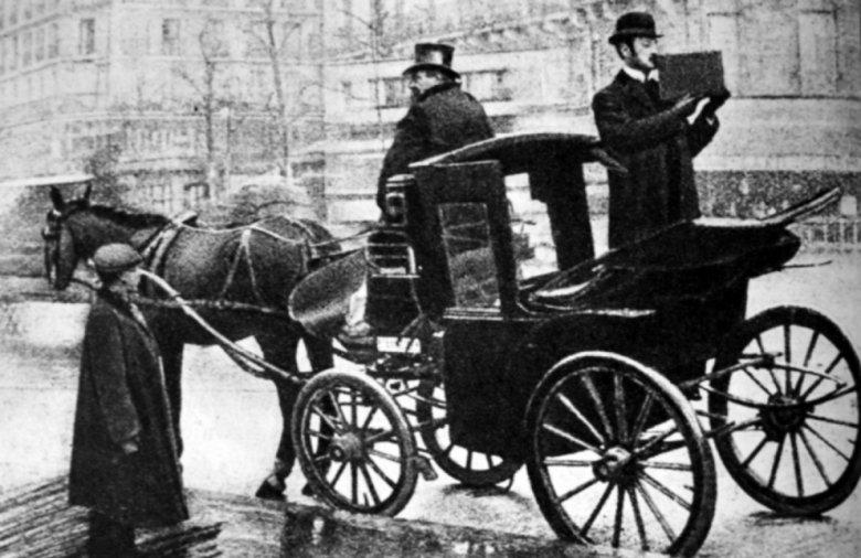 Kazimierz Prószyński filmujący ulice Paryża w 1909 roku