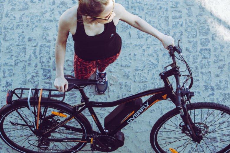 Rower elektryczny to opcja zarówno dla osób bardzo wysportowanych, jak i tych, które na rowerach jeździły do tej pory okazjonalnie