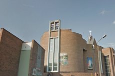 Toruński kościół pw. Miłosierdzia Bożego mieści się niedaleko siedziby Radia Maryja w Toruniu.