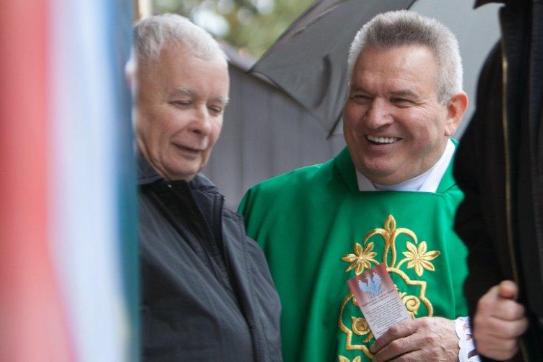 """Małopolska kurator oświaty zamieściła fotorelację z """"pielgrzymki PiS o wygraną dla Polski""""."""