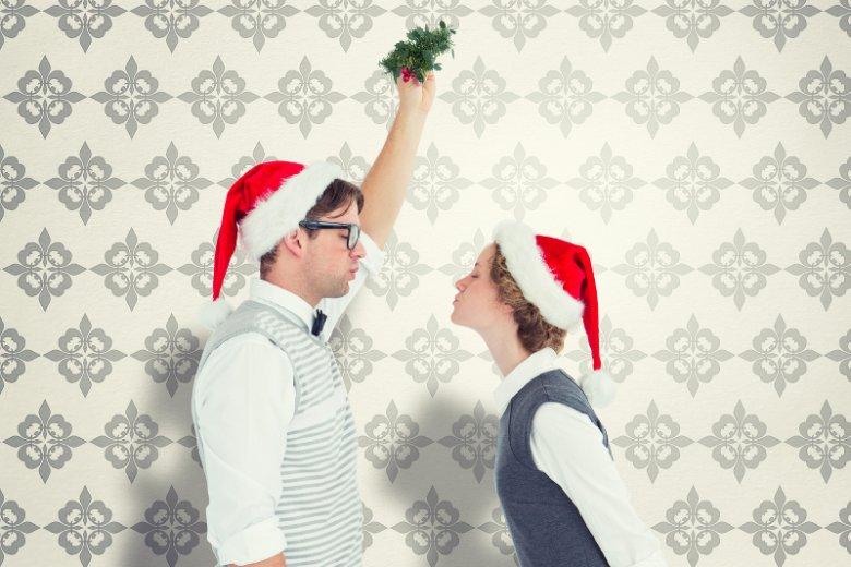 Jemioła symbolem miłości, pocałunek pod nią to w świąteczny czas obowiązek.
