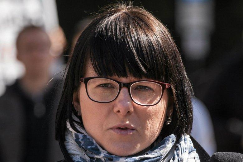 """Kaja Godek zdradziła w serwisie Facebooku, ile zarabia w Warszawskich Zakładach Mechanicznych """"PZL-WZM""""."""
