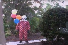 Przerażający Wrinkles the Clown terroryzuje dzieci na Florydzie