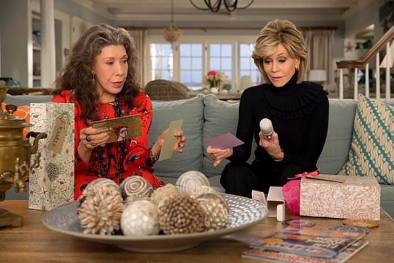 "Lillly Tomlin i Jane Fonda na planie serialu ""Grace i Frankie"""