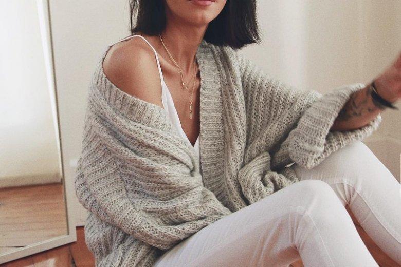 Z cienkim topem na ramiączkach dobrze połączy się grubszy sweter