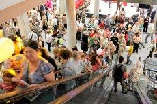 Zakupy w niedzielę – żony zagłosowałyby inaczej niż ich mężowie-parlamentarzyści.