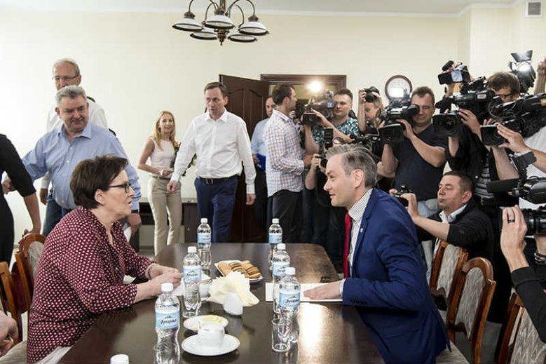 Robert Biedroń sugeruje, że PO odcinało jego Słupsk od funduszy z budżetu państwa. Zapomniał o 10 mln zł pomocy od Ewy Kopacz?