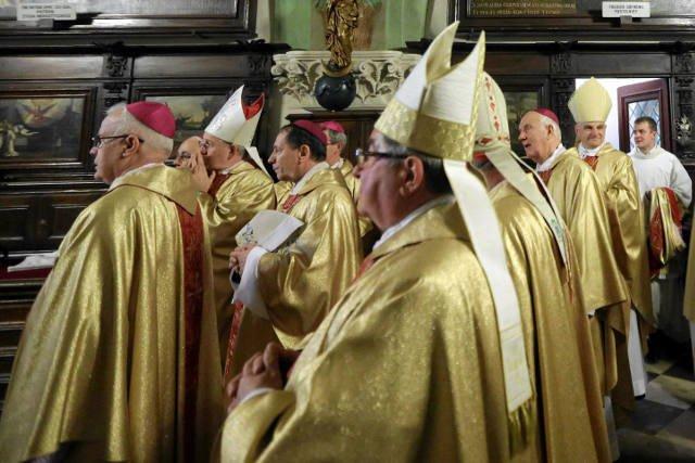 Ostrzeżenie abp. Emila Nony opublikowano na stronie Konferencji Episkopatu Polski