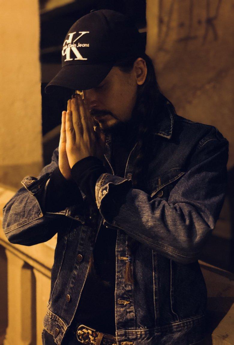 Borys Kaltermann łączy w swojej pracy dwie pasje - hip-hop i fryzjerstwo.