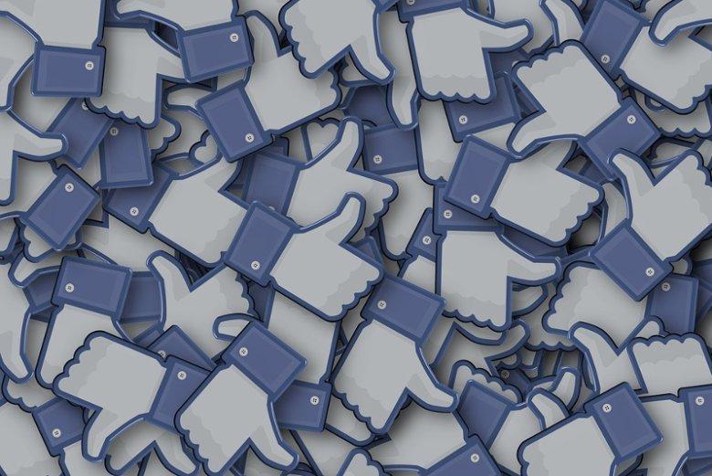 Większa liczba znajomych na Facebooku nie przekłada się na bogatsze życie towarzyskie - wynika z badania na Uniwersytecie w Oksfordzie