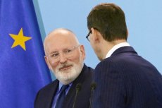 Po wyborze na knaydata socjaldemokratów na nowego szefa KE Frans Timmermans wygłosił przemówienie, w którym w mocnych słowach zwrócił się do Polaków.