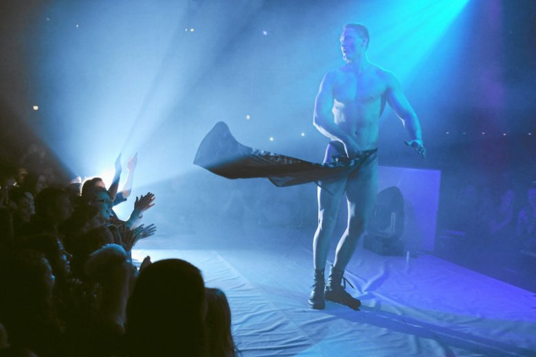 Podczas oficjalnych uroczystości barbórkowych w PGNiG przed żeńską częścią pracowników wystąpił tancerz erotyczny.