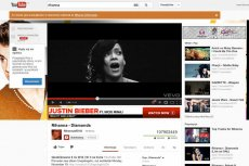 Ofiarą porządków na YouTube padła m.in Rihanna, której klipom ubyły miliony wyświetleń.